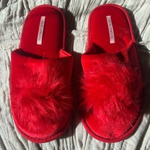 Victoria's Secret NWOT Winter Pom Pom Slippers
